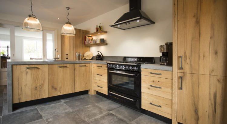 Uw Keuken Nl : Oud eiken van altholz geeft net iets meer sfeer in uw keuken